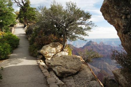 Walking out to Bright Angel Point
